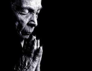 old-woman-praying1
